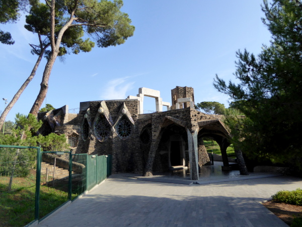 colonia-gueell-barcelona-freibeuter-reisen-krypta-gaudi-cripta