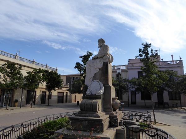 dorfplatz-eusebio-gueell-colonia-gueell-barcelona-freibeuter-reisen
