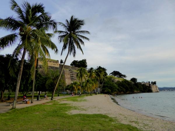fort-royal-bucht-zum-schwimmen-im-hafen-fort-de-france-martinique-freibeuter-reisen