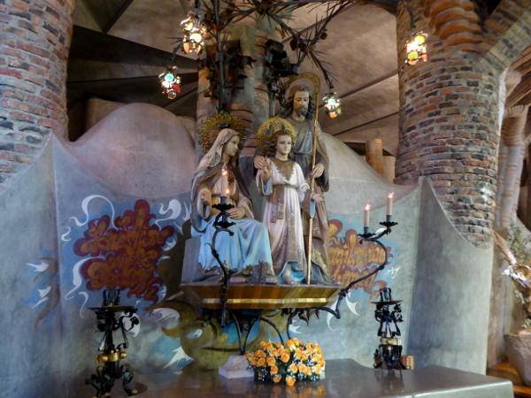 heilige-familie-sagrada-familia-krypta-gaudi-colonia-gueell-barcelona-freibeuter-reisen