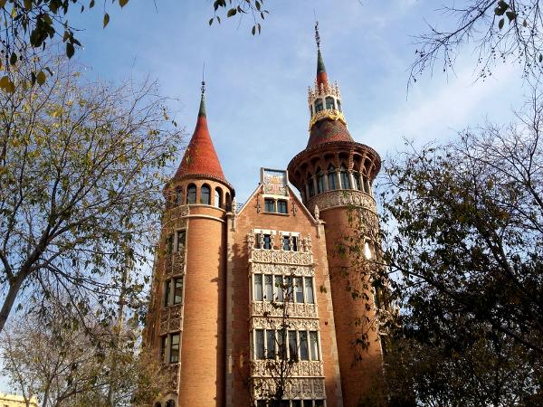 casa-de-les-punxes-barcelona-freibeuer-reisen-angela-fassade