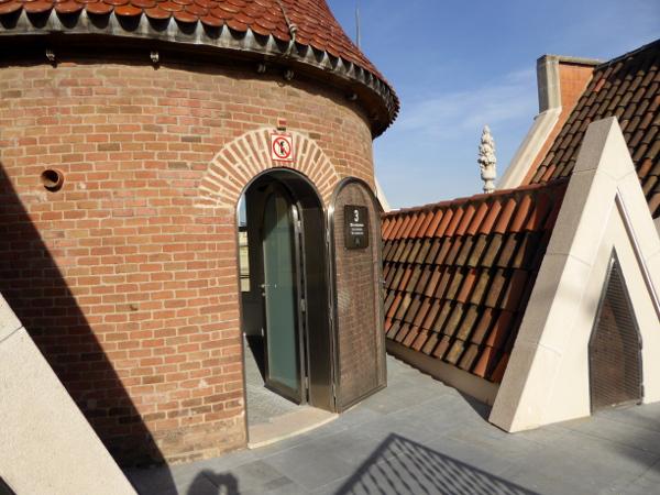 casa-de-les-punxes-barcelona-freibeuer-reisen-dach-turm