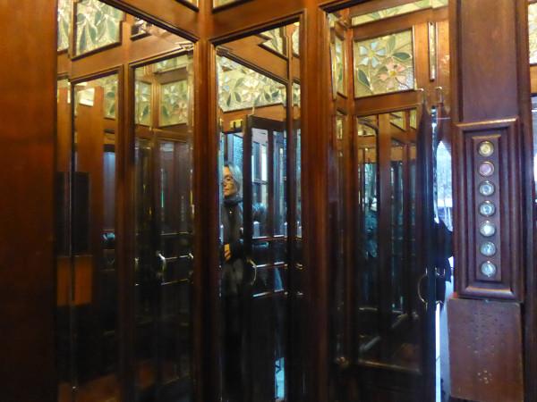 casa-de-les-punxes-barcelona-freibeuer-reisen-fahrstuhl