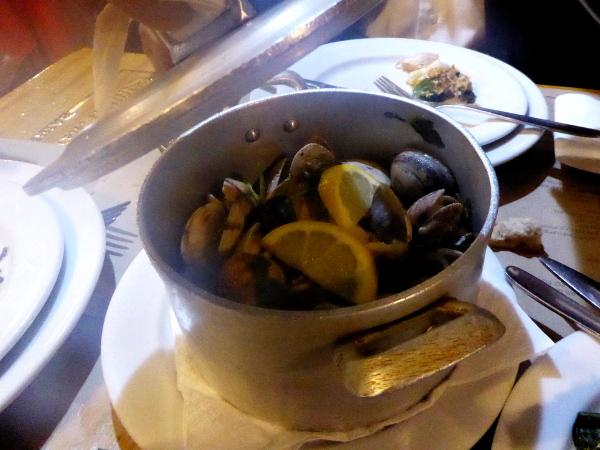 fischrestaurants-portugal-tipp-freibeuter-reisen-maregrafo-frische-muscheln