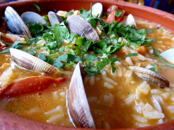 fischrestaurants-portugal-tipp-freibeuter-reisen-reis-mit-meeresfruechten-arros-marisco