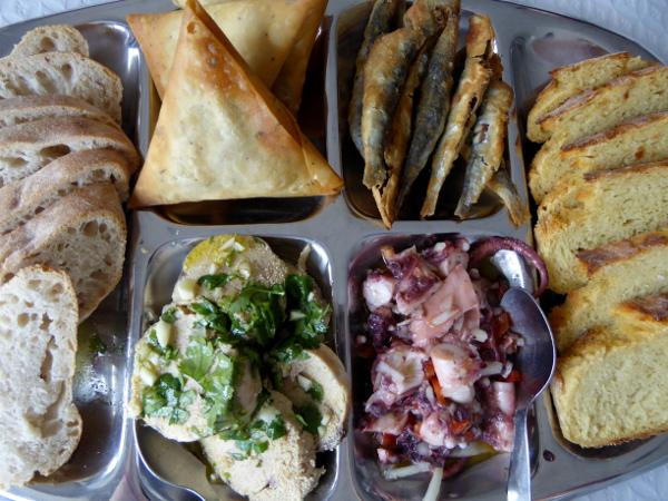 fischrestaurants-portugal-tipp-freibeuter-reisen-vorspeisen-platte-estrela-do-mar