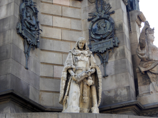kolumbussaeule-barcelona-figuren-freibeuter-reisen