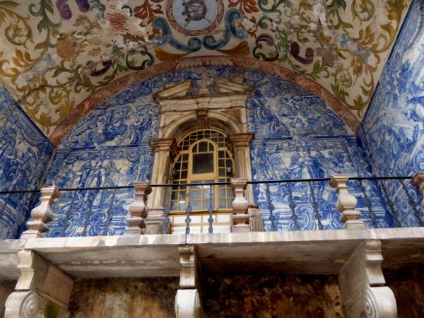 obidos-portugal-freibeuter-reisen-stadttor-blaue-kacheln