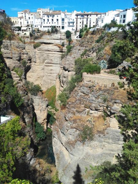 ronda-andalusien-steile-klippen-freibeuter-reisen