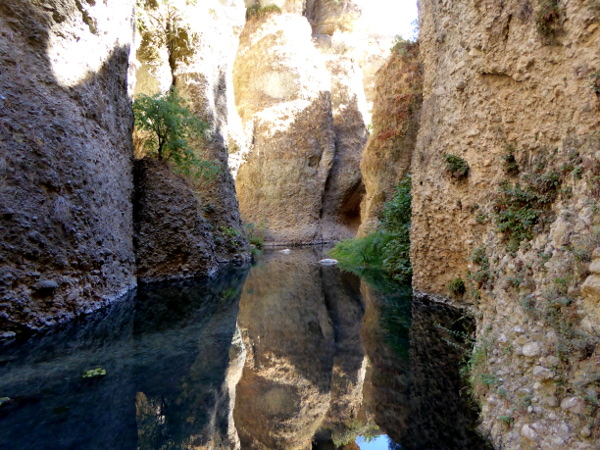 ronda-am-see-unten-palacio-del-rey-moro-freibeuter-reisen