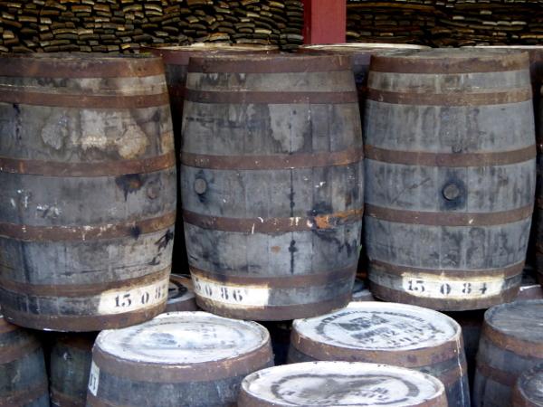 rum-destillerie-j-m-martinique-freibeuter-reisen-fass