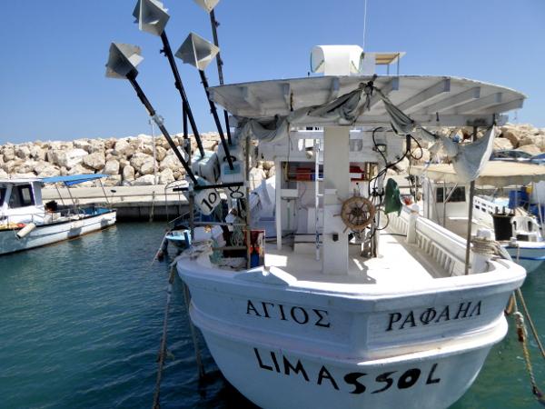 boot-im-hafen-auf-zypern