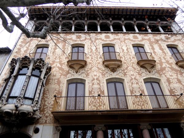 Fassade Casa Sola Morales Modernisme Olot freibeuter reisen