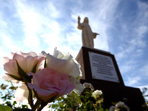velez-malaga-freibeuter-reisen-ermita-de-los-remedios-statue-rose