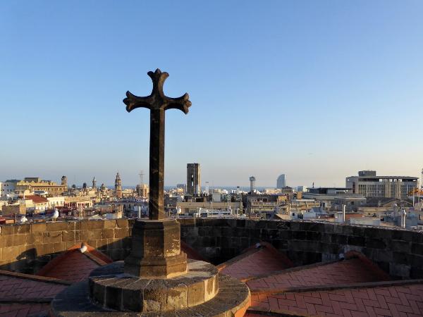 blick-auf-meer-dach-kathedrale-barcelona-freibeuter-reisen