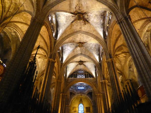 gewoelbe-kathedrale-barcelona-freibeuter-reisen