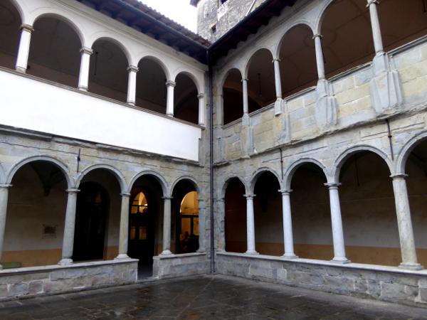 kreuzgang kunstschule kloster olot freibeuter reisen