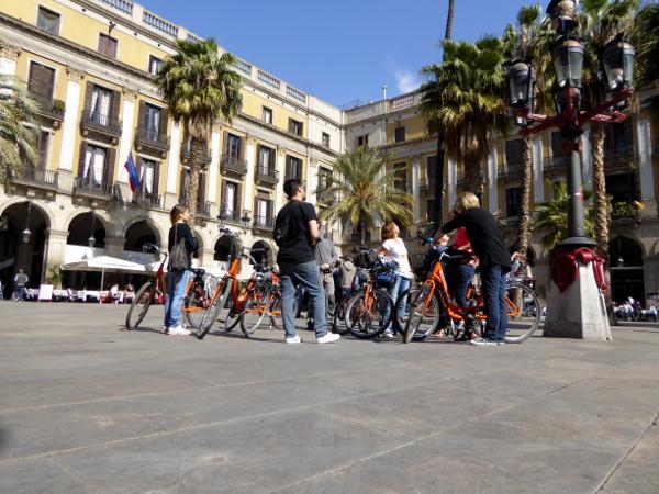 Deutschsprachige Fahrradtour Barcelona plaza real freibeuter reisen