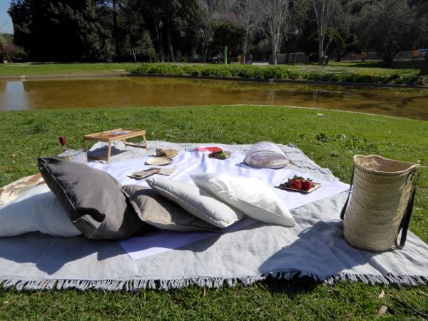unser picknick auf dem montjuic barcelona freibeuter reisen