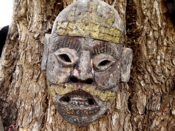 baum holz maske gaerten anima garden andre heller marrakesch freibeuter reisen