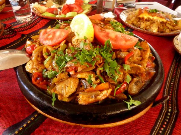 bulgarische kueche huhn mit pilzen freibeuter reisen