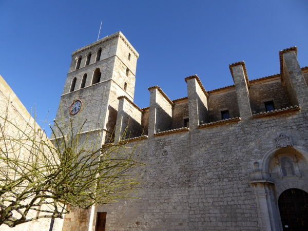 dalt vila eivissa kathedrale ibiza freibeuter reisen