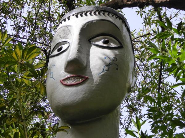 gesicht skulptur anima garden freibeuter reisen
