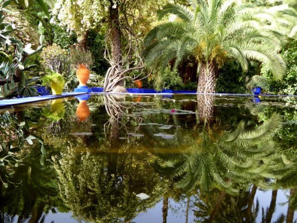 teich spiegelung jardin majorelle freibeuter reisen