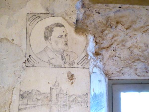 Castelldefels Zeichnungen an der Wand Brigadisten Gefaengnis Freibeuter reisen