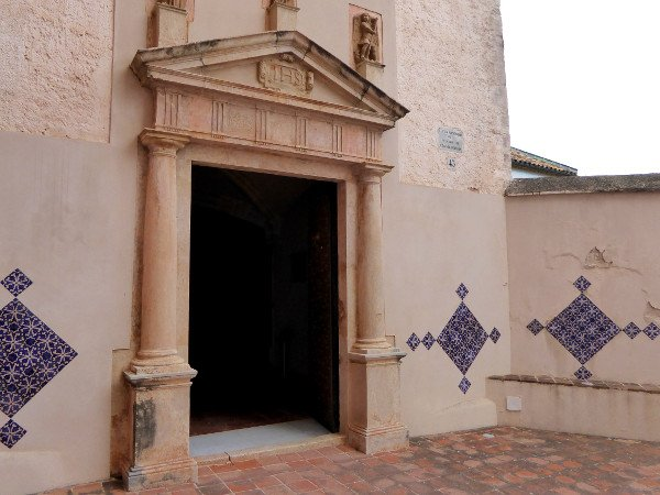 Castelldefels burg santa maria kirche freibeuter reisen