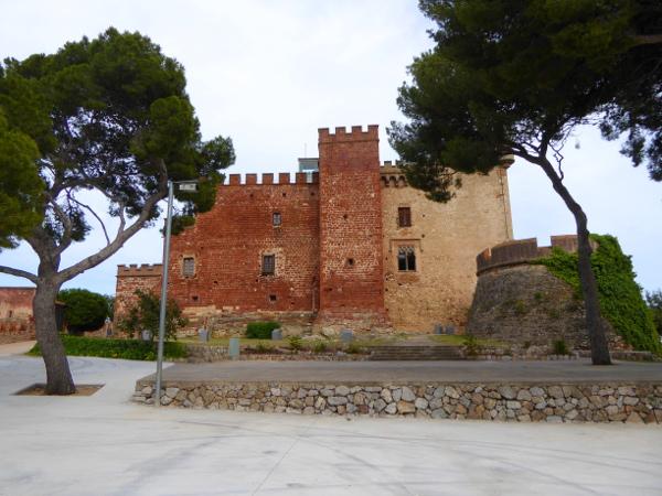 castelldefels barcelona burg freibeuter reisen