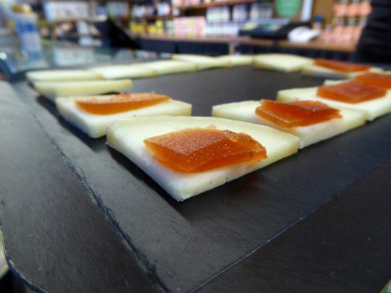 girona food tour kaese formatge markt freibeuter reisen