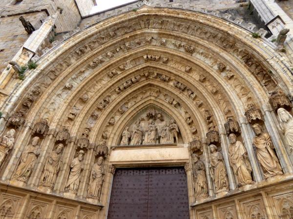 apostel portal kathedrale kirche castello d empuries freibeuter reisen