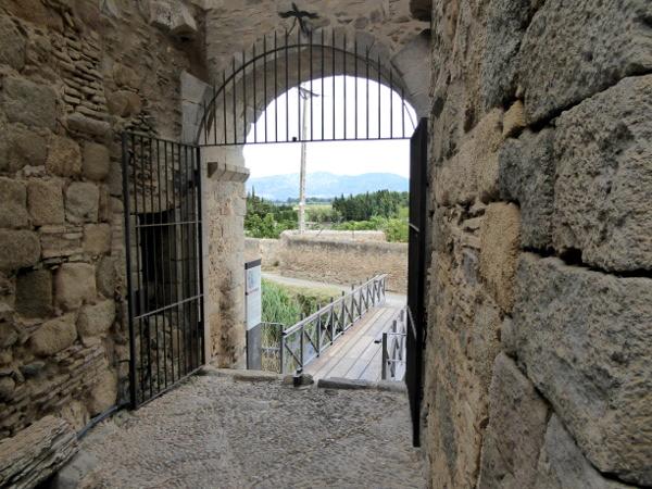 castello d empuries portal de la gallarda eingang stadtmauer freibeuter reisen