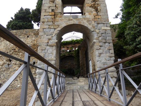 eingang portal de la gallarda castello d-empuries freibeuter reisen