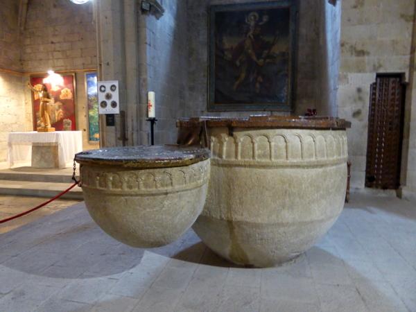 romanisches Taufbecken