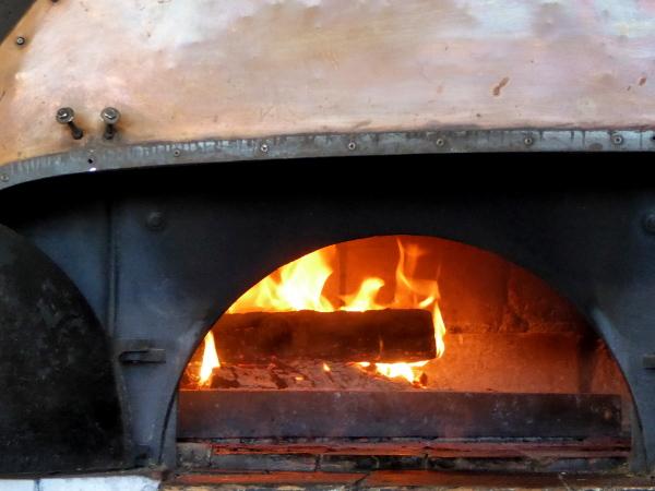 korsika pizza holzofen