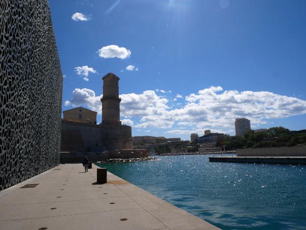 Verbindung Mucem Hafeneinfahrt Fort Sant Jean Marseille Freibeuter reisen Architektur