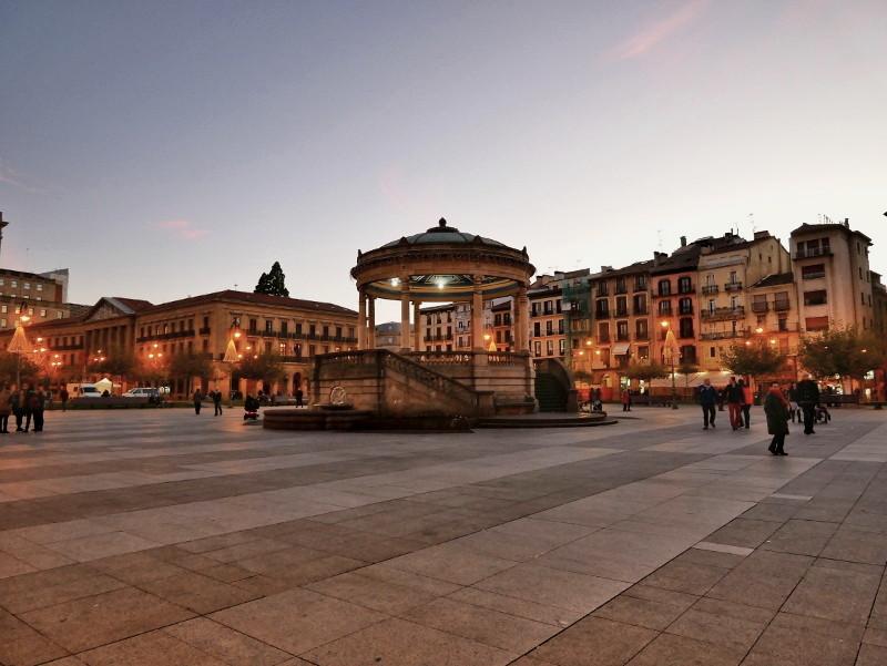 plaza castillo altstadt pamplona