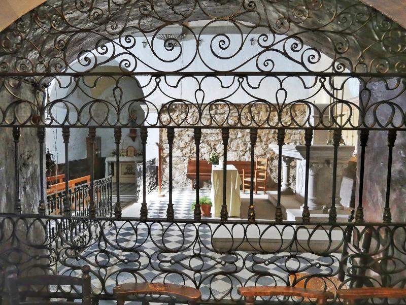 zugang burg kirche castell de montsonís