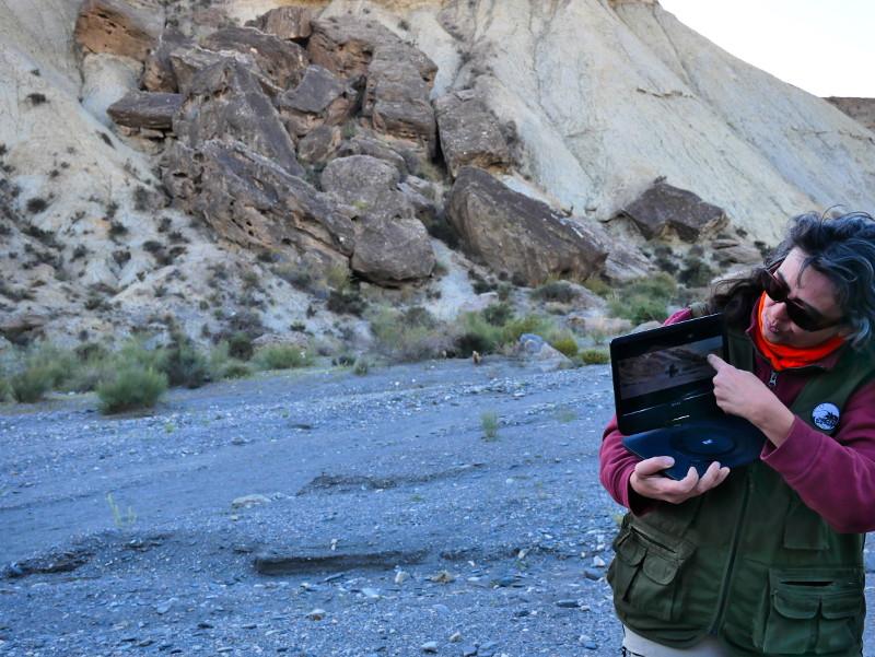 cristina zeigt indina jones desierto tabernas