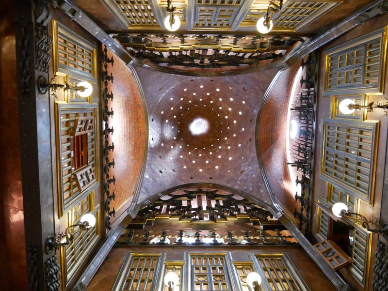 Palau Guell gaudi Barcelona Decke Salo central