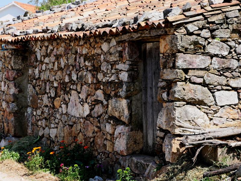 dorf der ziegen ferraria sao joao Portugal