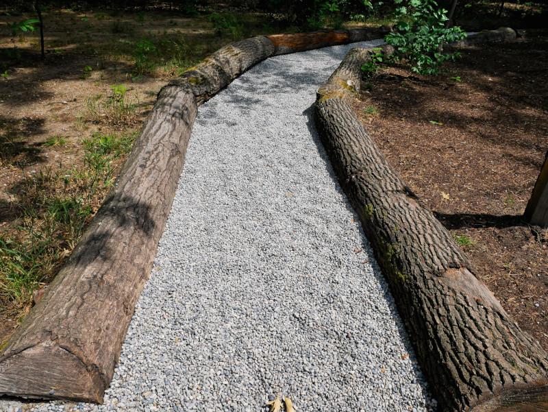 barfusspark weg mit kieselsteinen Beelitz heilstaetten