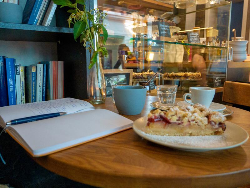 nette cafes in weimar fama cafe und buch