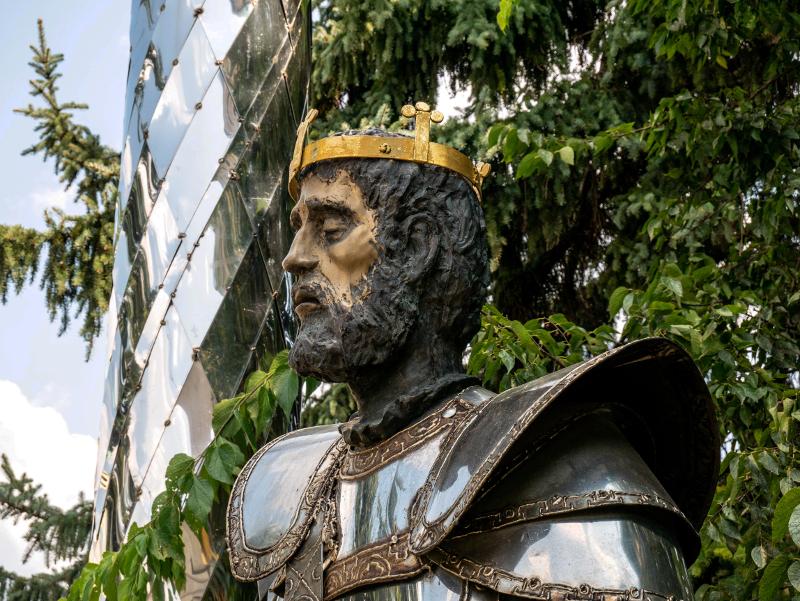 statue kirche koenig mohacs ungarn
