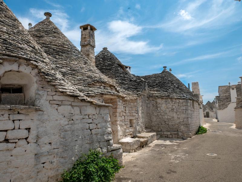 Alberobello alte trulli
