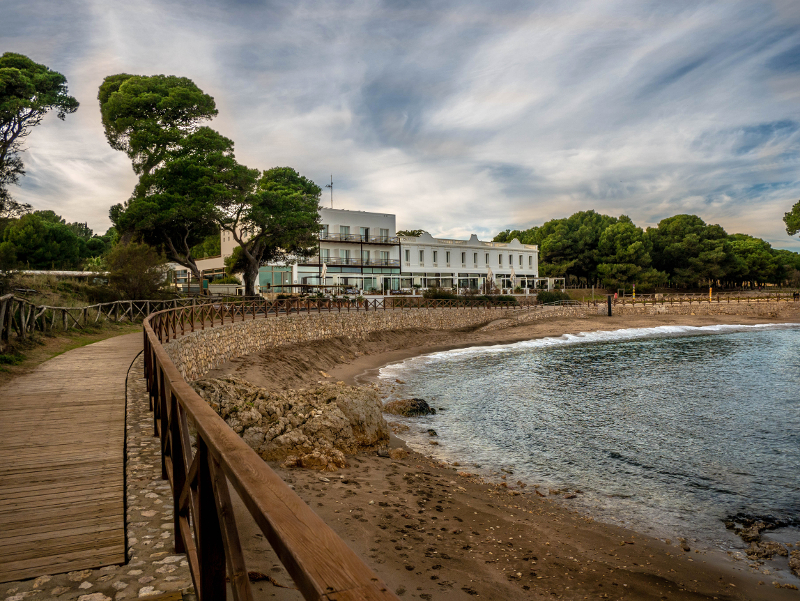 l-escala november costa brava platja portixol