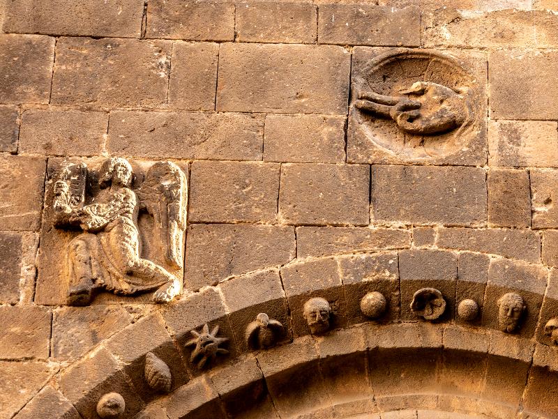 Hand Gottes romanische Kirche sant pau del camp barcelona
