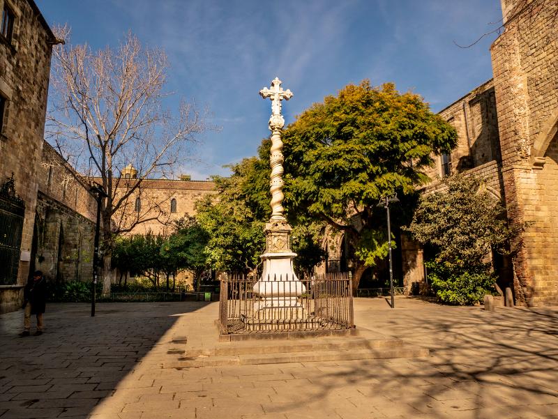 Antic hospital de Santa Creu raval barcelona